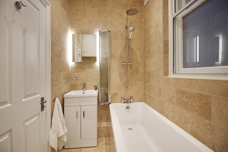 Bathroom with bath/shower - Margate Airbnb